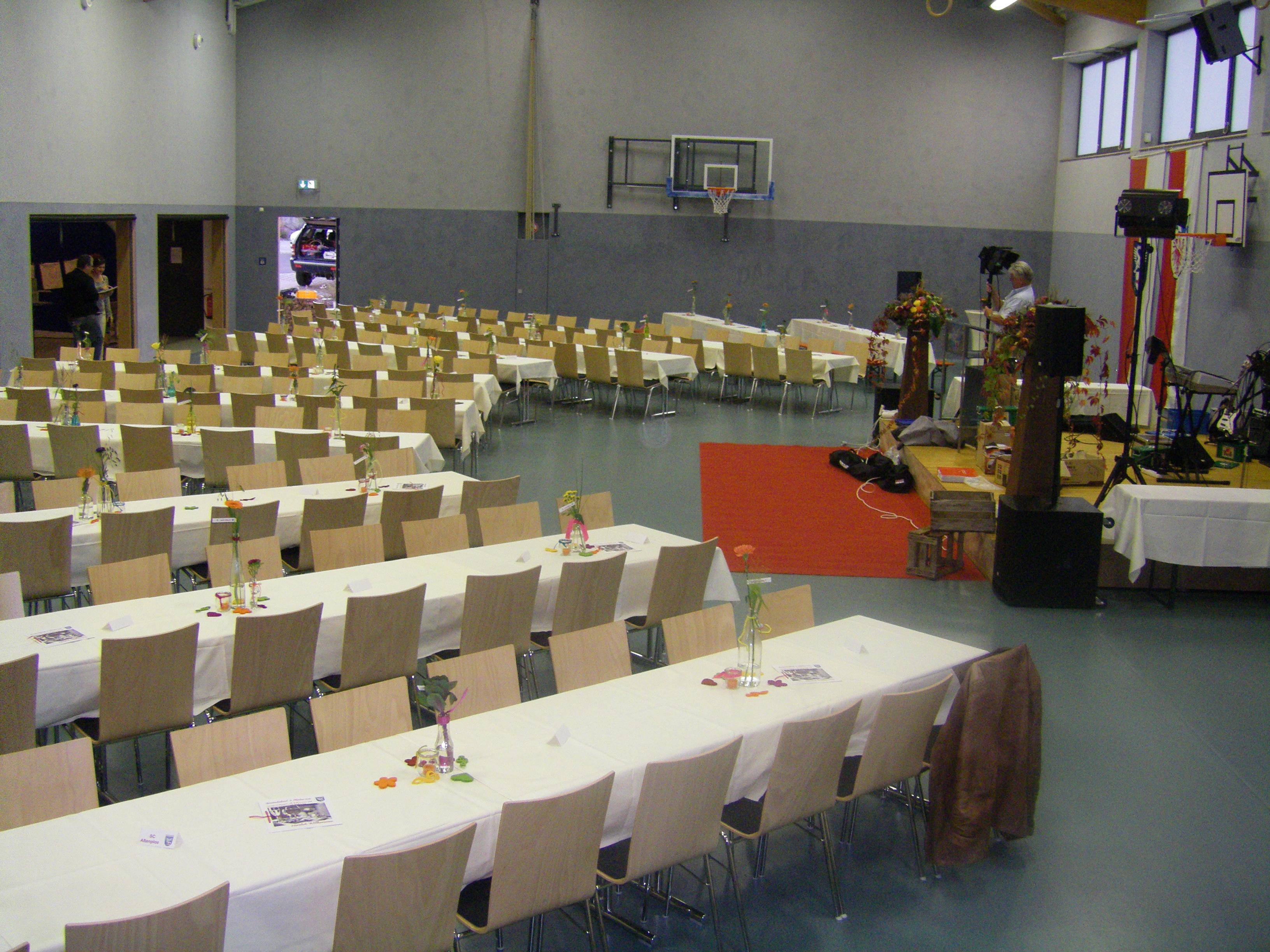 Mehrzweckhalle Altenplos Bild 5